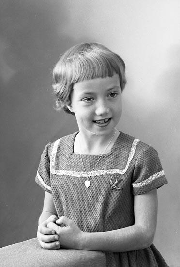"Enligt fotografens journal nr 9 1958-: ""Carlberg, Ylva Stenungsund""."
