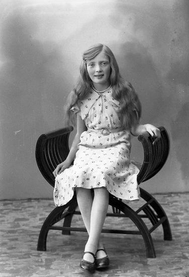 """Enligt fotografens journal nr 6 1930-1943: """"Pettersson, Sigrid Mellby, Hjälteby""""."""