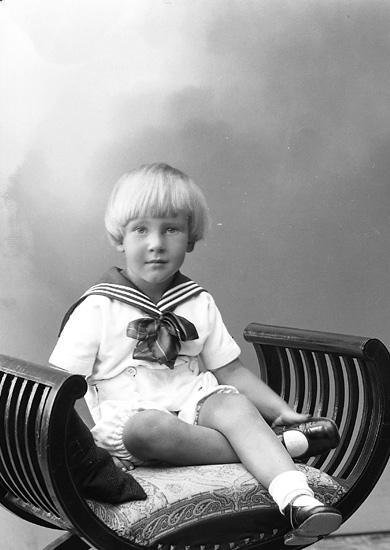 """Enligt fotografens journal nr 6 1930-1943: """"Johansson, Fru Ester Kopper Här""""."""