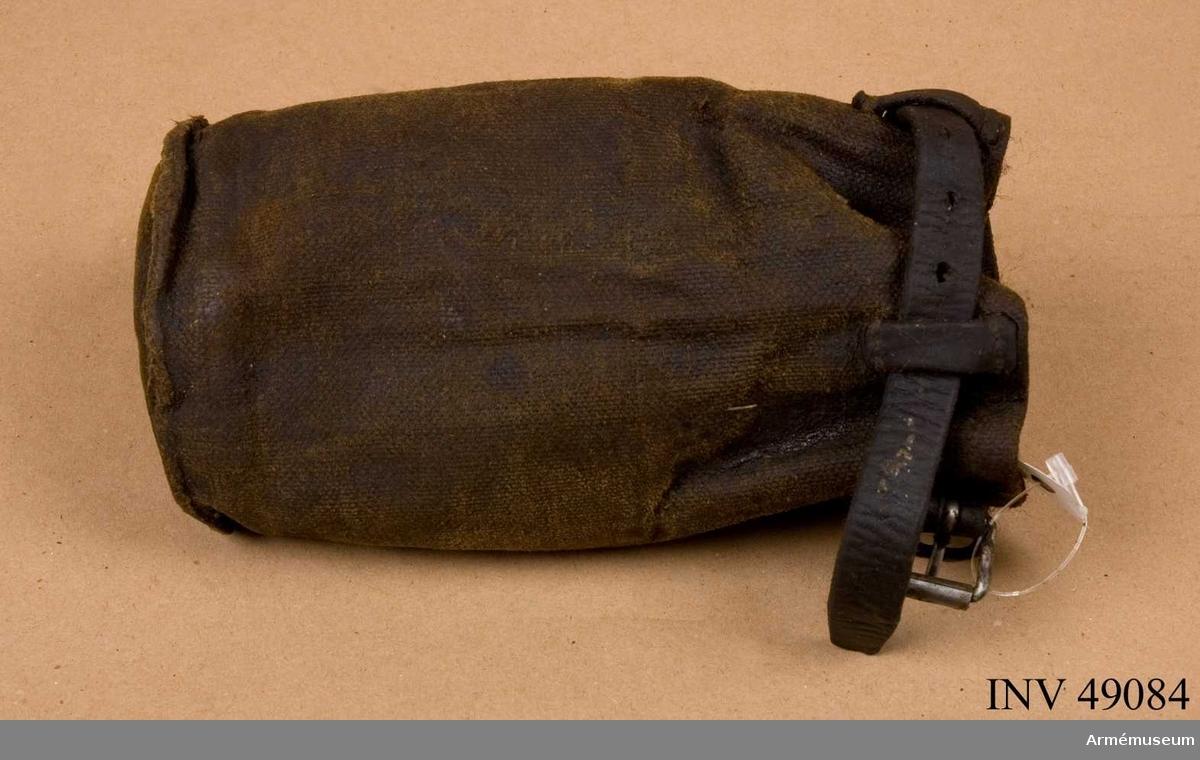 Grupp E X.  Samhörande med 8 cm granatkastare är lavett, fyrsnöre, band för  eldrör, mynningsfodral, mekanismfodral, viskarefodral, lodsnöre,  inpackningslåda, instrumentlåda, riktkäppar, höjdriktinstrument,  sidriktinstrument, stödplatta, viskare.