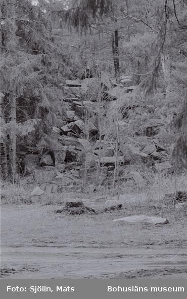 """Bohusläns samhälls- och näringsliv. 2. STENINDUSTRIN. Film: 4  Text som medföljde bilden: """"Brott. April -77."""""""