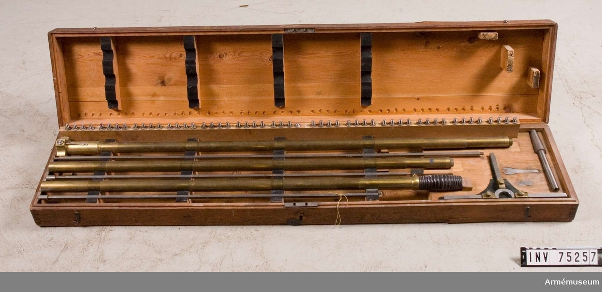 """Grupp F.V.  Kalibermätare s.k.""""etoil"""" för 7 o 9"""" mörsare, 6-24-p kanoner, 16-p haubitser. I låda."""
