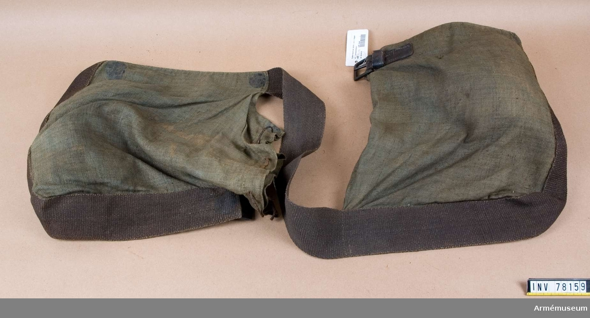 Grupp K:II.  Fodersäck m/1839 tillhörande utredning för en höger mellanspannhäst vid artelleri 1837-1851.