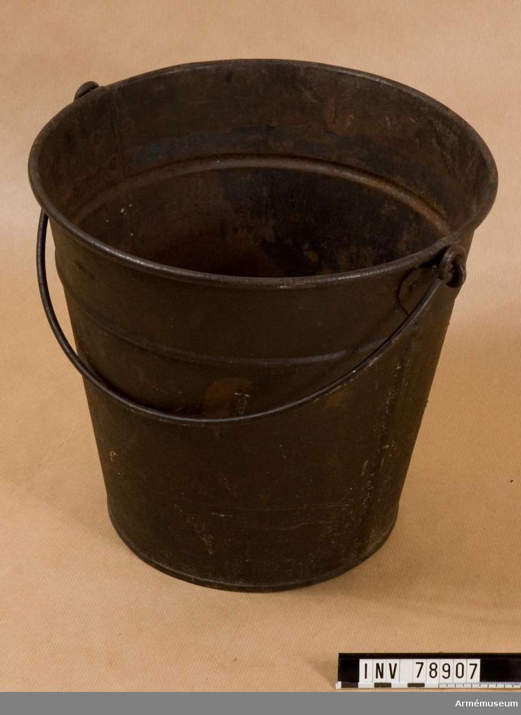 Grupp: I: IV Ämbar m/1893 av plåt.