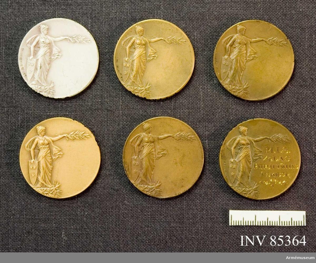 """Grupp M II. Medaljer Sveriges Militära Idrottsförbund. silver utan gravering, brons utan gravering, brons,graverad """"MJS, 4 lag, patrulltävl å skidor 1924-01-29. Sverige."""