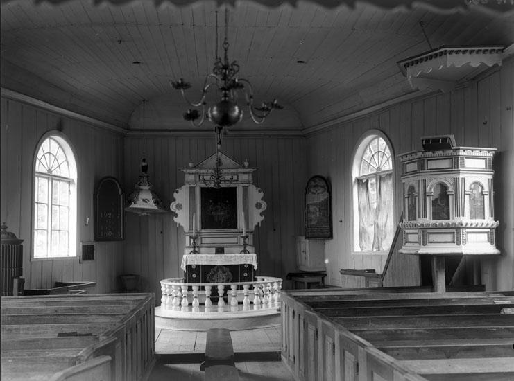 """Enligt tidigare noteringar: """"Interiör från Dragsmarks kyrkan, koret med altartavlan."""""""