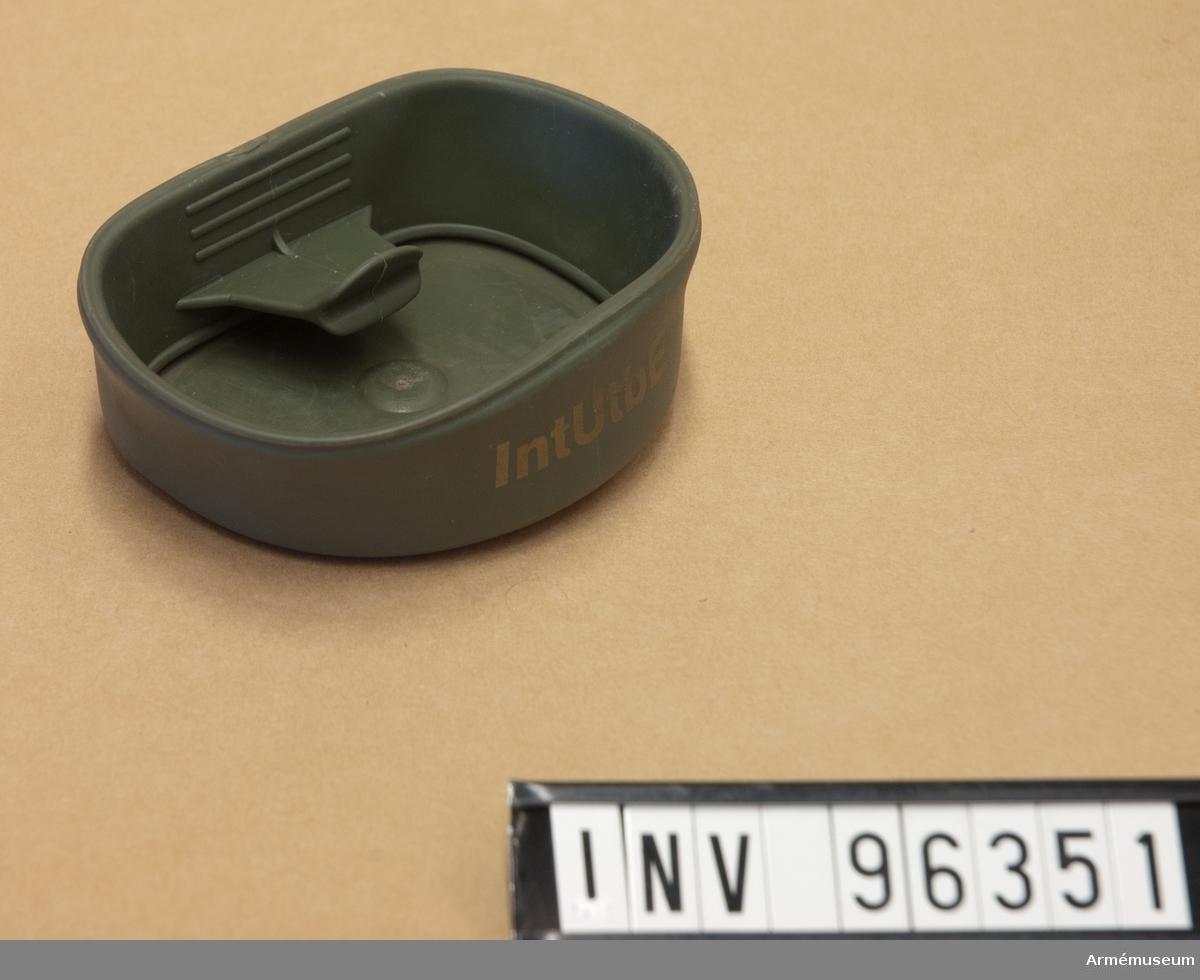 Ihopfällbar kopp i plast. Tillverkad i Sverige, märkt: FOLDACUP original.