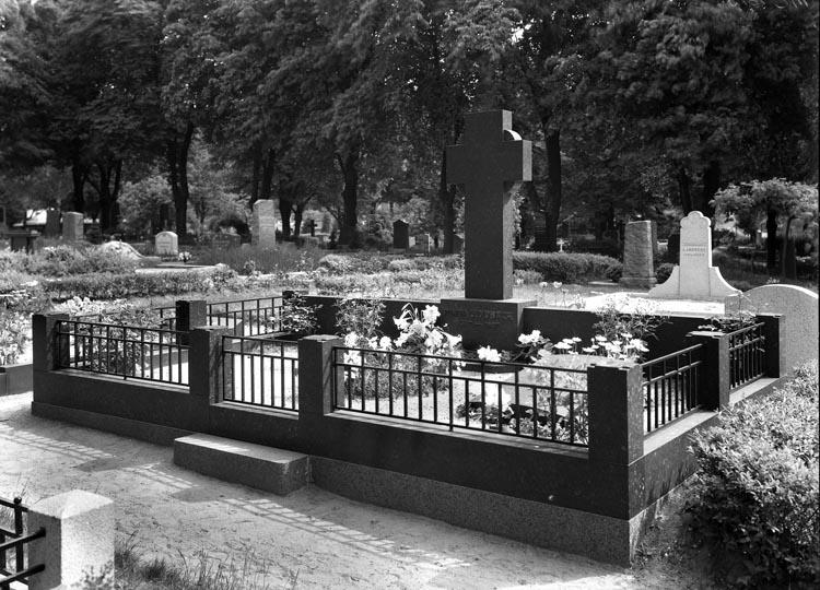 """Uppgift enligt fotografen: """"Maria Lundbäcks grav."""""""