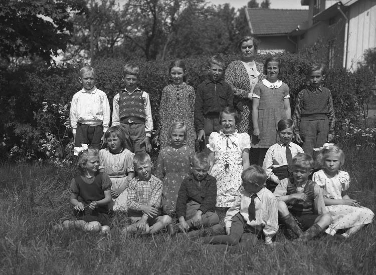 "Text till bilden:""Grinneröds småskola""."