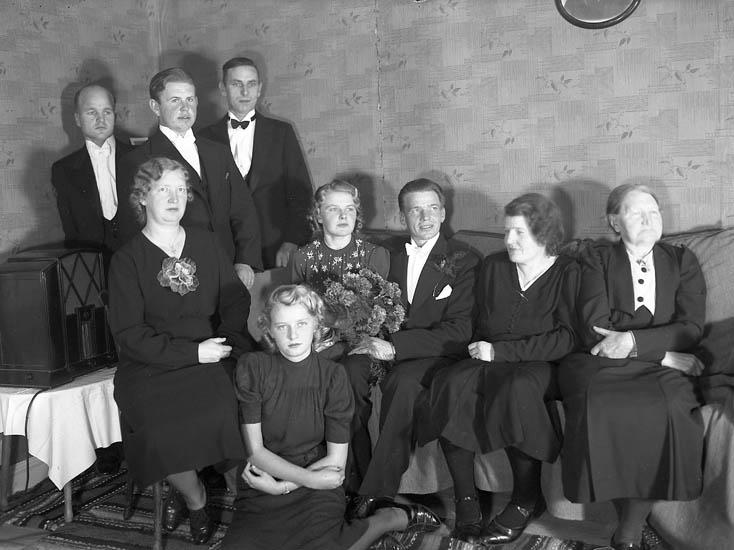 """Text till bilden: """"Gustav Utbergs bröllop 19/10 1940""""."""