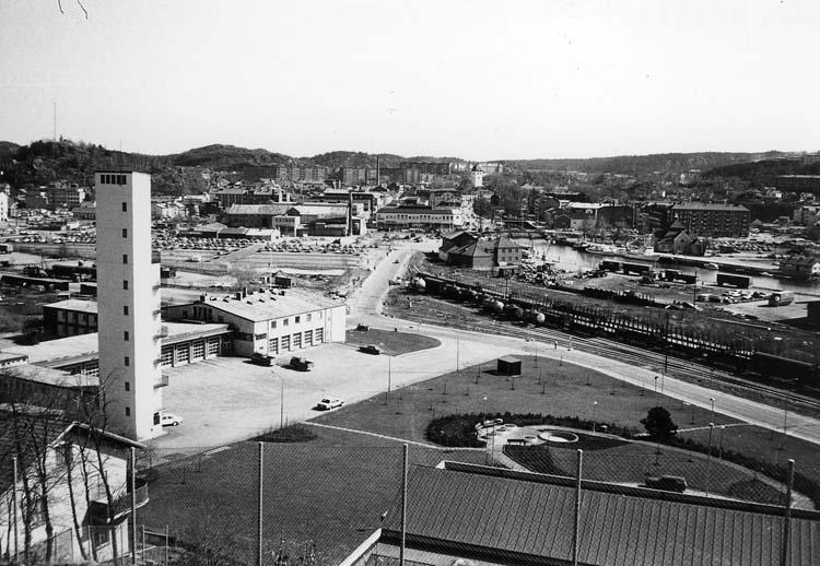 Till vänster i bild Brandstationen, det höga tornet är slangtorken.  Bilden tagen från Skansberget.