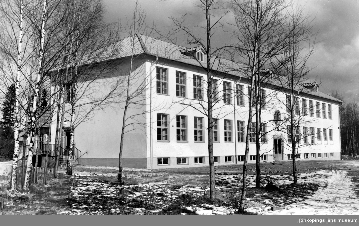Folkskolan i Tenhult, invigd 1949 av landshövding Olle Ekblom.