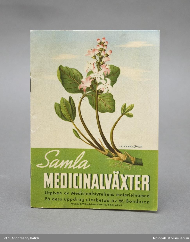 """Bok: """"Samla medicinalväxter"""", utgiven av Medicinalstyrelsens Materialnämnd. Utarbetad av W. Bondesson. Bilaga; ihopvikt ark med färgillustrationer av medicinalväxter."""