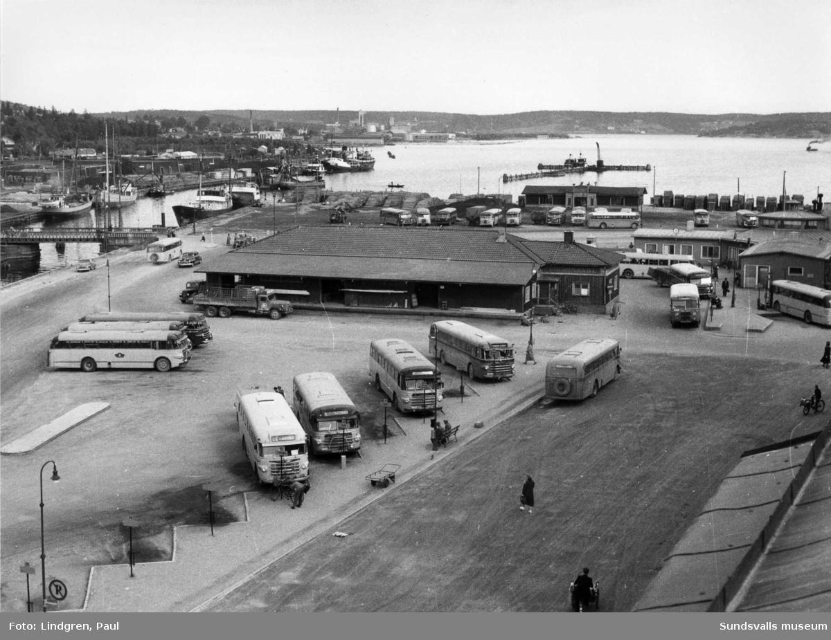 Busstationen augusti 1954.