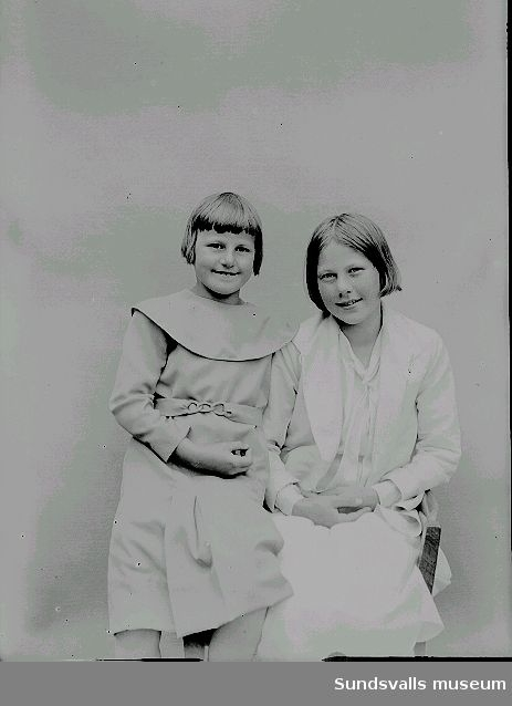 Porträtt, två flickor.
