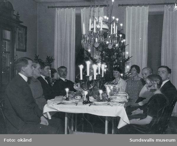 Bild 9. Bankhuset smyckat med anledning av Gustav V:s besök i Sundsvall 1910.