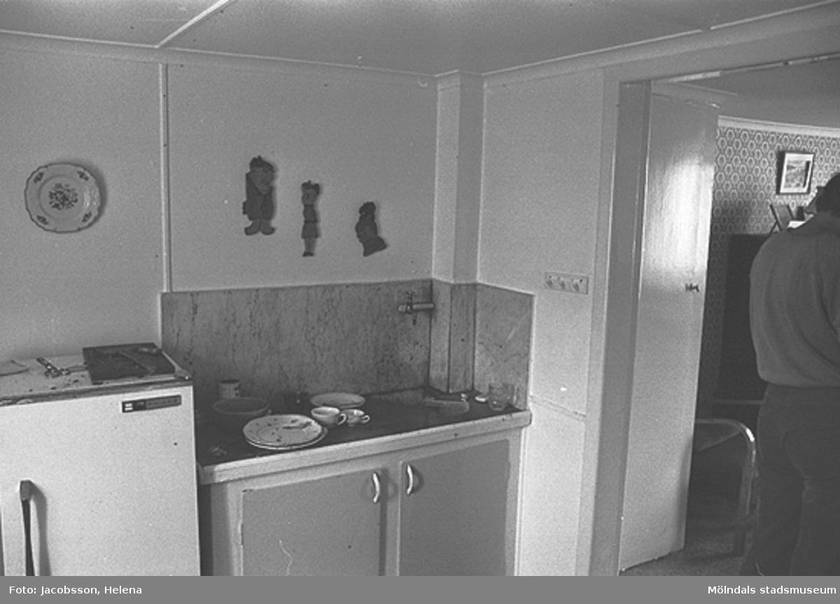 Kök i bostadshus på Roten M 34 i Mölndals Kvarnby, 1972.