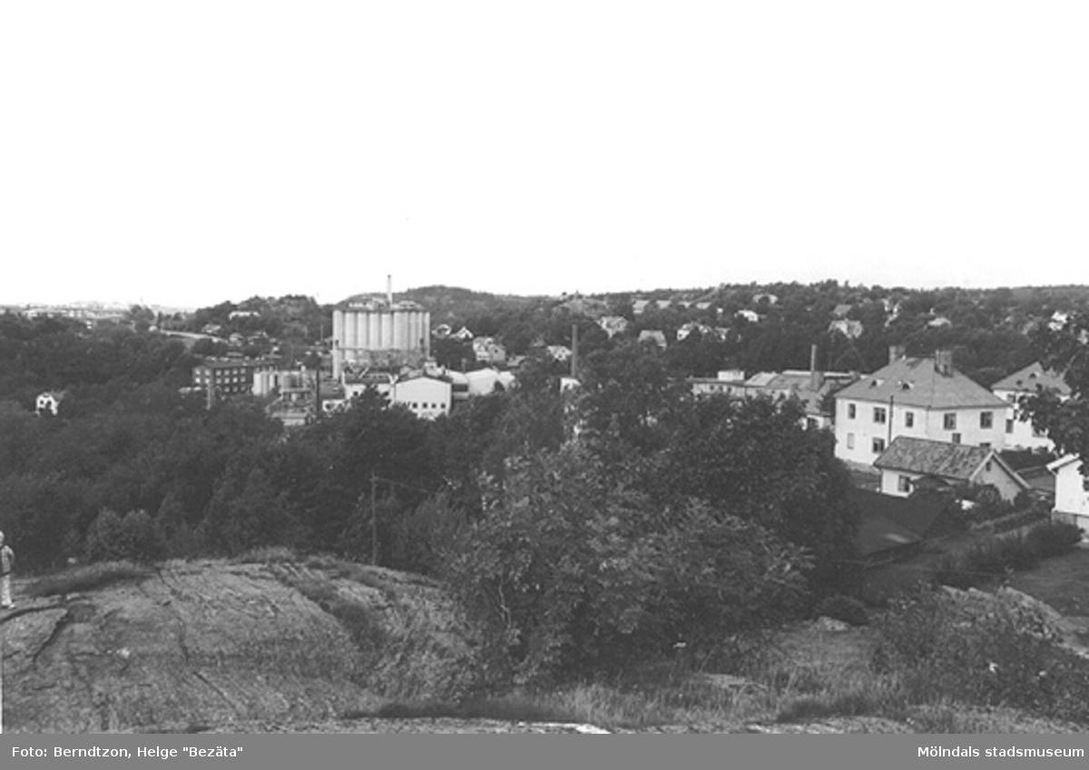 Soab-silon (riven 2009) och delvis Roten K, 1984. Sedda från syratornets plats.
