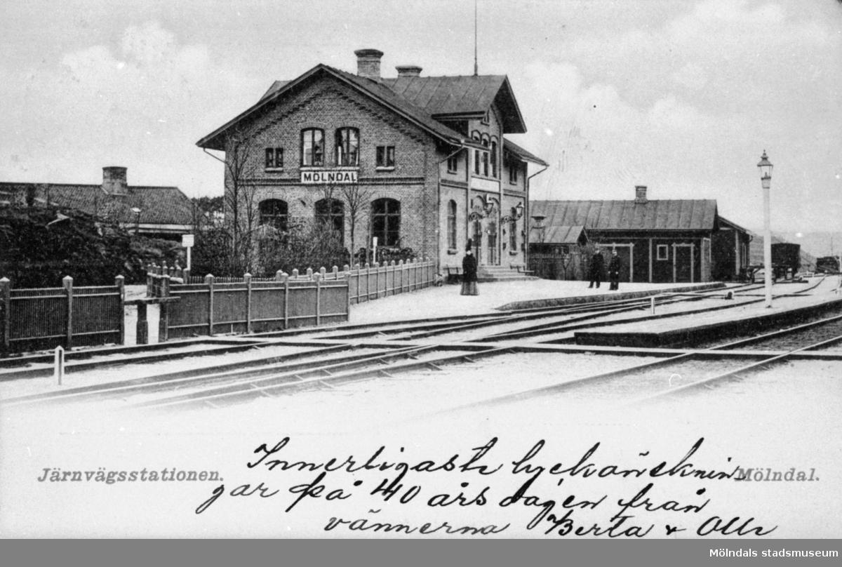 Vykort, poststämplat 1905. Man ser järnvägsstationen Mölndals övre, som tillkom 1894.