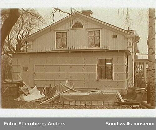 Svartviks industriområde. Foto 28-29: Herrgården, utbyggnad av kök. Foto 30-31: Uppbyggnad av grundstolpar till nya kägelbanan norr om herrgården.