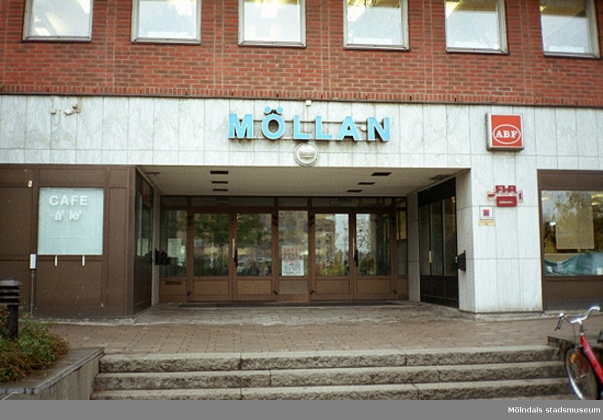 MMF1996:1212-1226 Kvarnbyskolan 9D grupp 5.MMF1996:1227-1239 Kvarnbyskolan 9D grupp 6.  Se även MMF1996:0913-0940.