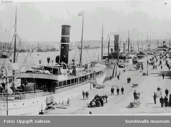 Oihonna under första världskriget. I fredstid gick hon mellan Stockholm och Helsingfors. Under kriget gick rutten från Stockholm utefter norrlandskusten och sen över till Finland/R H