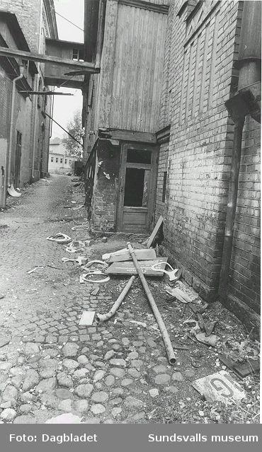 Kv Humlegården, nuvaravde Åkroken. Bryggerihus t.v. och mälteri-kölna t.h.Föremål från bryggeriet ägs av Museet.