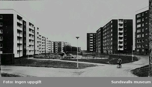 Bostadshus i kvarteret Rågen 8, 9, 10, 11 i Nacksta. Bostadsrätterna uppfördes 1971- 1974 av HSB i Västernorrland, i etapp 2 av utbyggandet av Nackstaområdet.