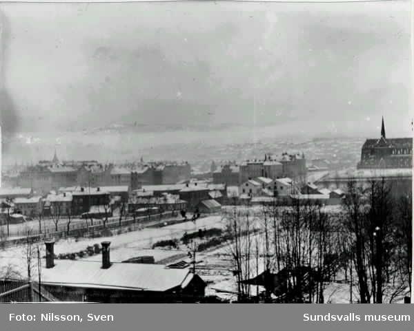 Vy över Sundsvall, taget från Stadsbacken.
