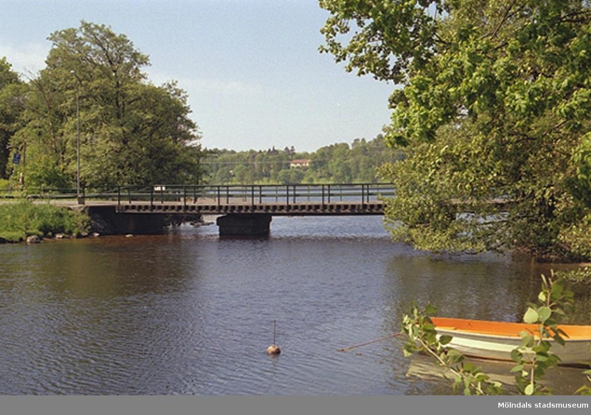 Gunnebo bro sett från väster, 1998-05-29.