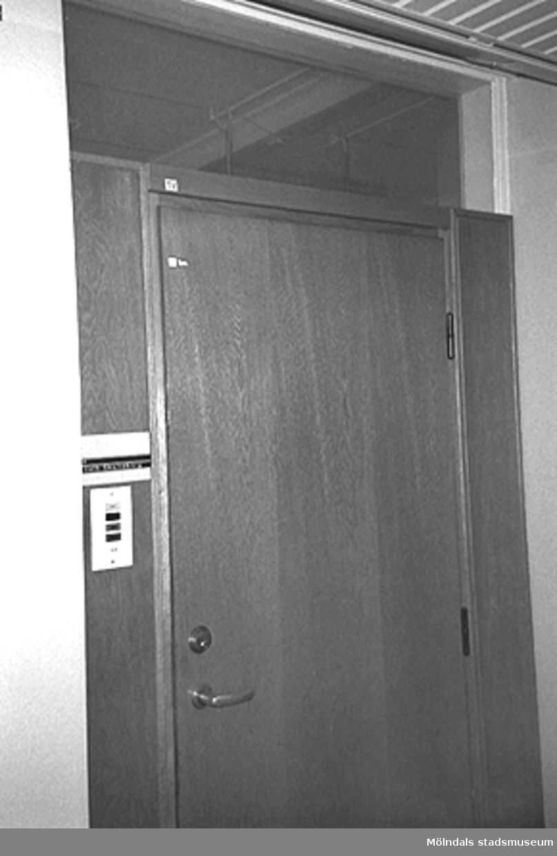 Mölndals stadshus. Byggnadsdetaljer: Dörr.