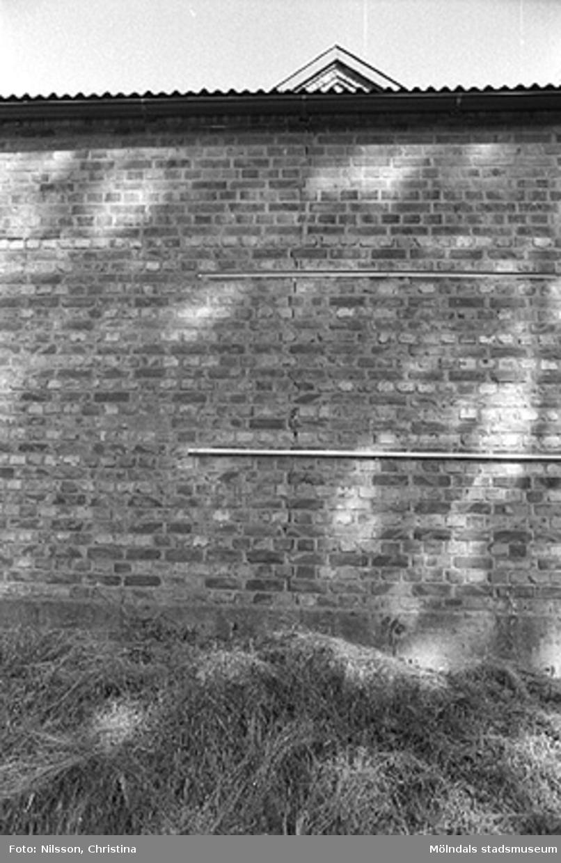 Tegelmur vid Werners fabriker, Annestorp, Lindome hösten 1994.