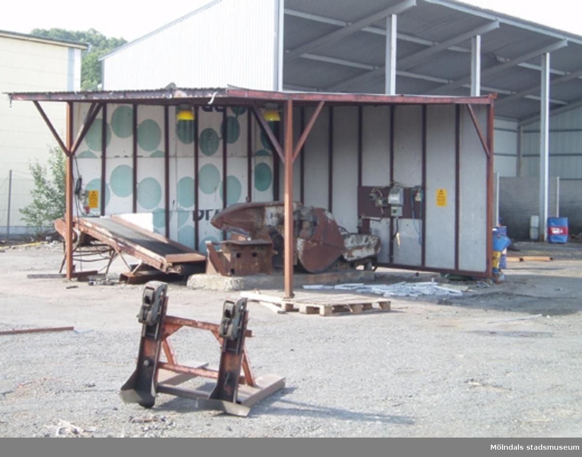 Byggnads/rivningsdokumentation. Ett vindskydd för sax som skall rivas enligt beslut från Byggnadsnämnden.