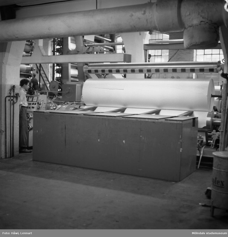 Man i arbete vid rullstol PM12 på Papyrus i Mölndal, 5/12 1959.
