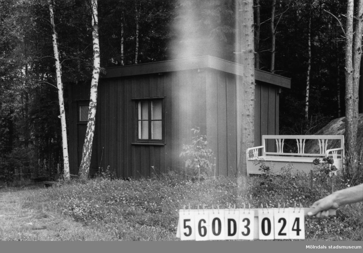 Byggnadsinventering i Lindome 1968. Fagered (2:36). Hus nr: 560D3024. Benämning: fritidshus och redskapsbod. Kvalitet: mindre god. Material: trä. Tillfartsväg: framkomlig.