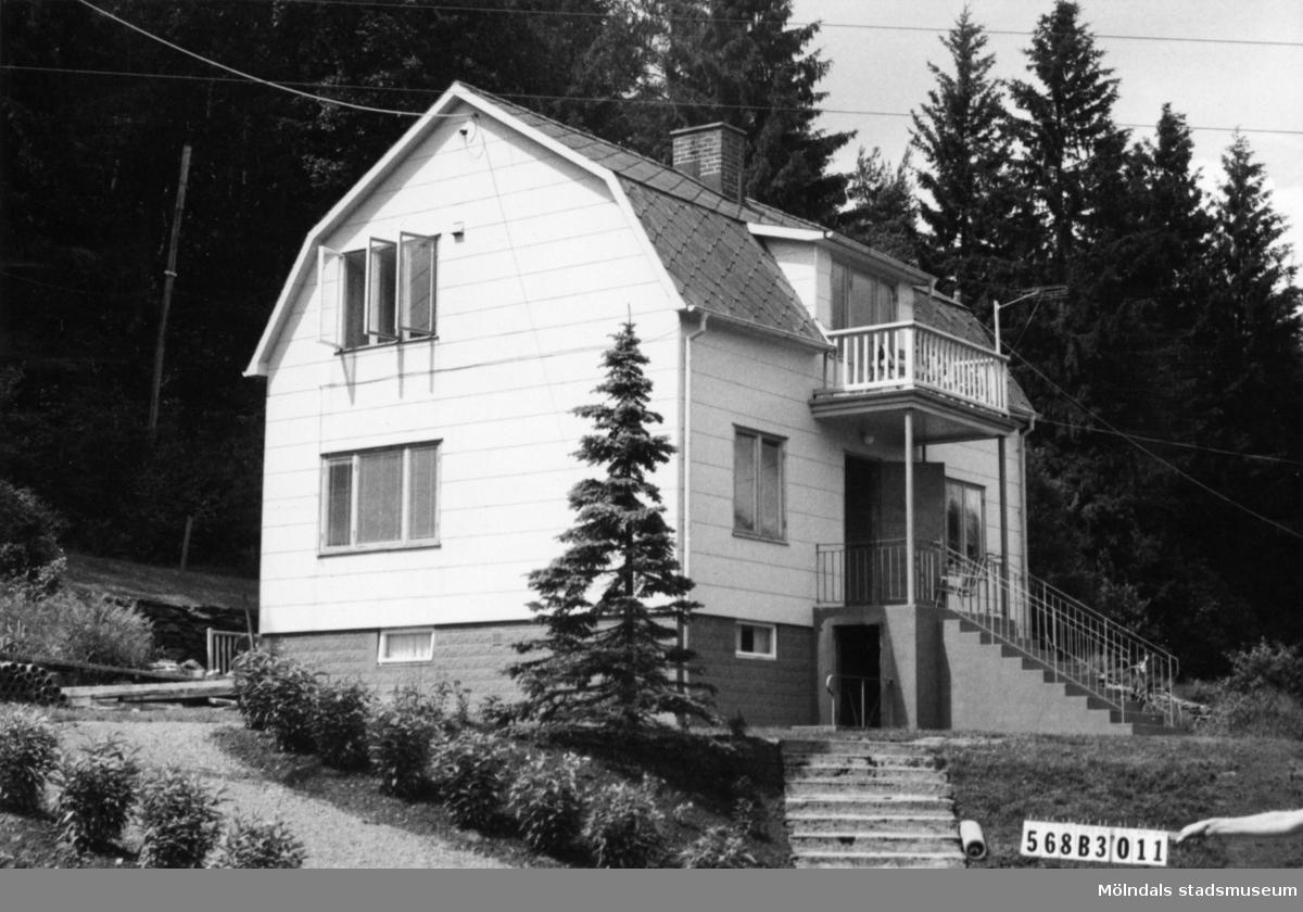 Byggnadsinventering i Lindome 1968. Skäggered 1:11. Hus nr: 568B3011. Benämning: permanent bostad. Kvalitet: mycket god. Material: eternit. Tillfartsväg: framkomlig. Renhållning: soptömning.