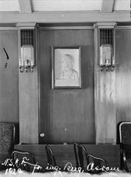 interiør, vegg, portrettrelieff, lampetter