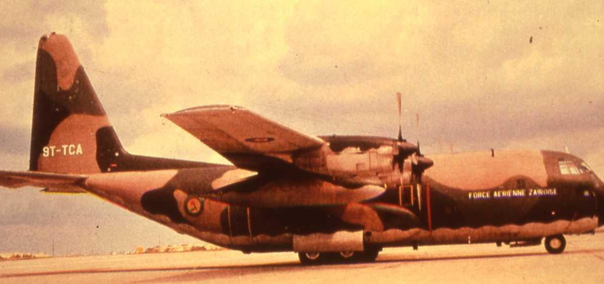Engelsk fly av typen C-130 Hercules med merking 9T-TCA.