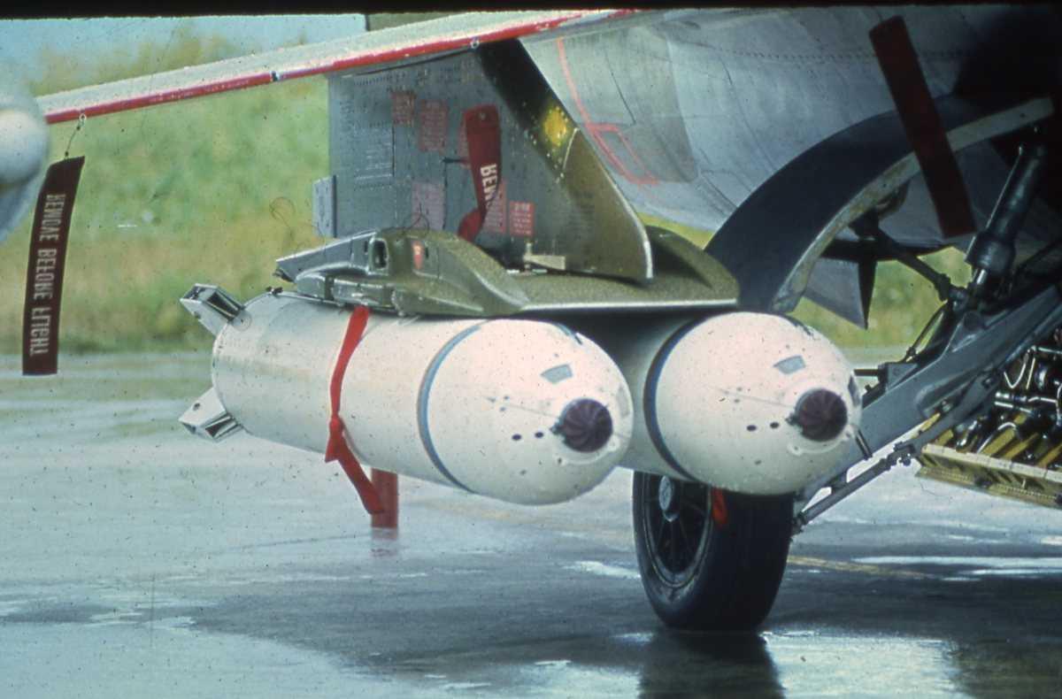 Norsk CF-104 Starfighter med CBU-100 Cluster Bomb (også kalt Mk-20 Rockeye II).