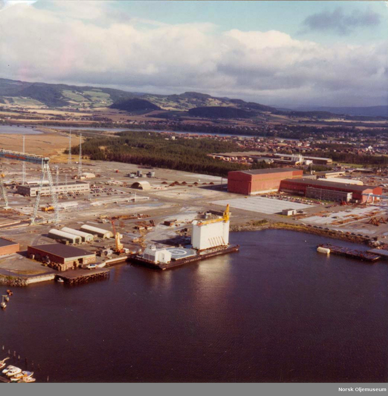 Moduler til Ekofisk 2/4 H er bygget og ligger klar på lektere ved Aker Verdal.