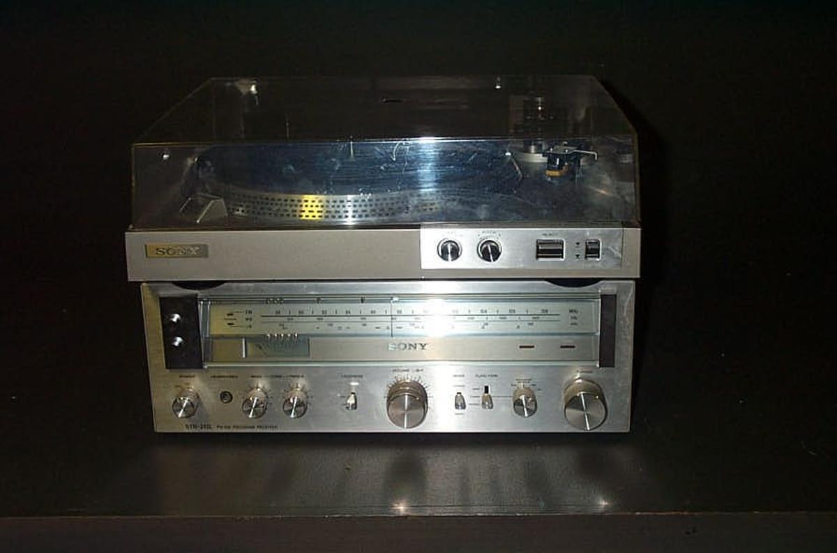 Form: Rektanguler radio/forsterkar  kvadratisk platespelar