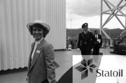 Gjester ankommer  Statfjord C, som den 10. mai 1984 ble døpt