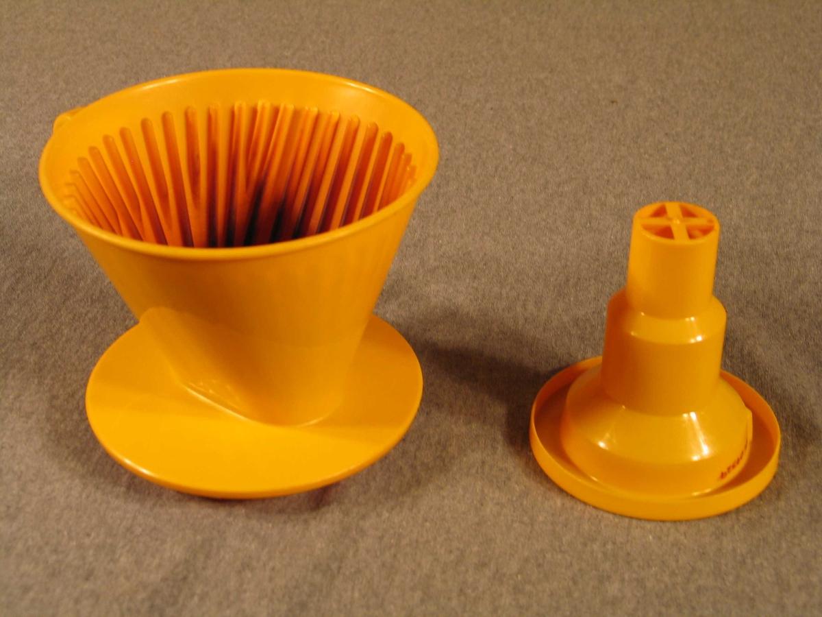Traktforma med riller på innsida og 4 hol i botnen.  Rund fotplate. Faststøypt hank.  I trakta skal det brukast eit tilpassa papirfilter (melittafilter nr 122) der ein har kaffien oppi. Kokande vatn vert slått på i små porsjonar. Trakta kan brukast direkte på serveringskanne, t.d.termokanne. Ein ekstra del kan fungere som forlenging av trakta når opningen på serveringskanna er liten.