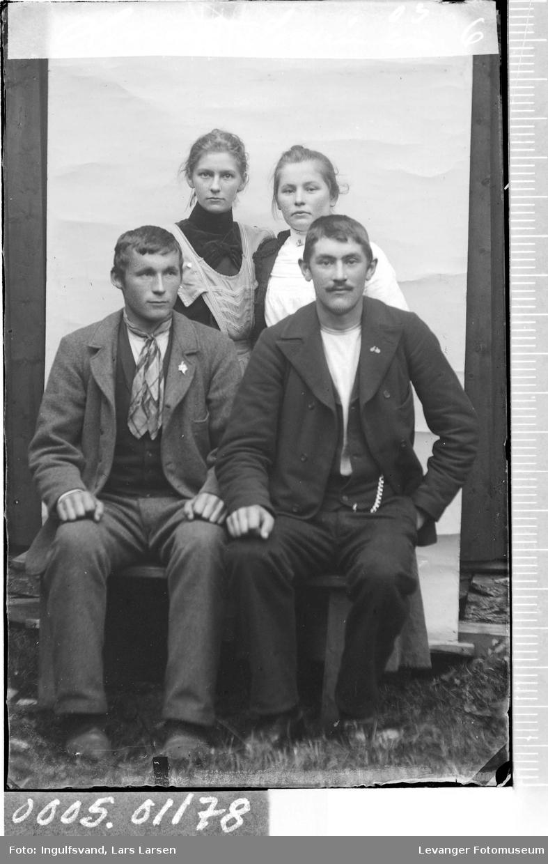 Gruppebilde av to kvinner og to menn.