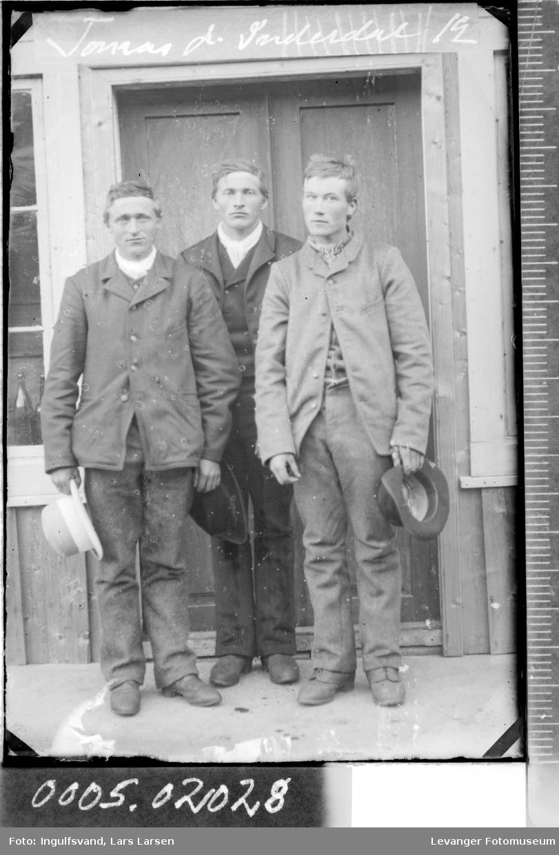 Portrett av tre menn.
