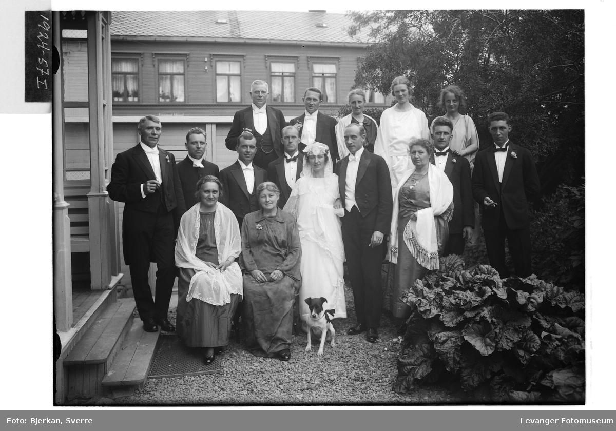 Chr. Holm med brudegjester