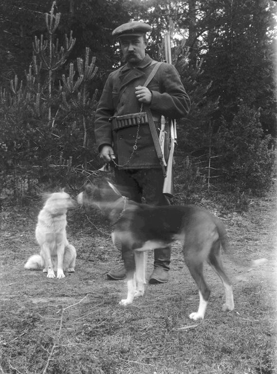 """Text till bilden:""""Jägare med hund""""."""