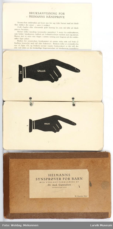 Kort med to-sidig trykk av en hånd i forskjellige størrelser.