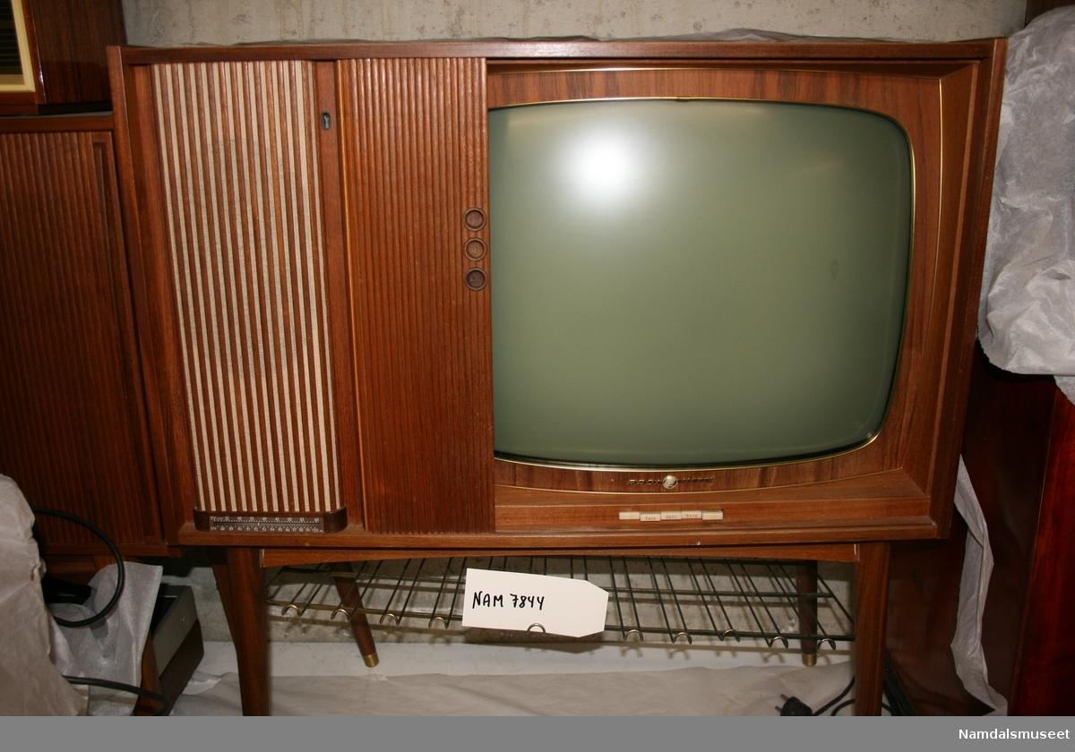 Fjernsyn svart-hvitt m/radio - Namdalsmuseet / DigitaltMuseum