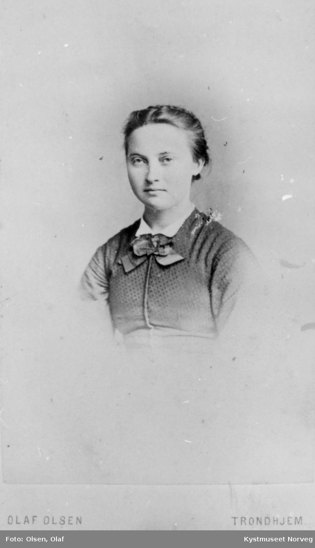 Portrett  Nikoline Jacobsdatter Horseng